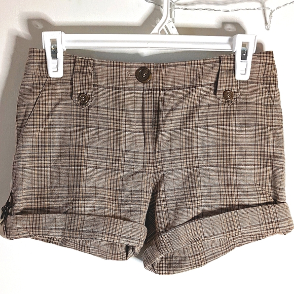 Gianni Bini Tan Plaid Shorts with Side details!